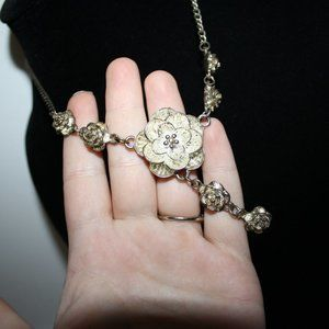 "vintagejelyfish Jewelry - 18"" silver flower necklace"